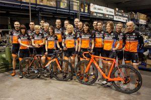 Foto Team DFoto Team De Rosa Santini con bici Protos e King XS by De Rosae Rosa Santini con bici Protos e King XS by De Rosa